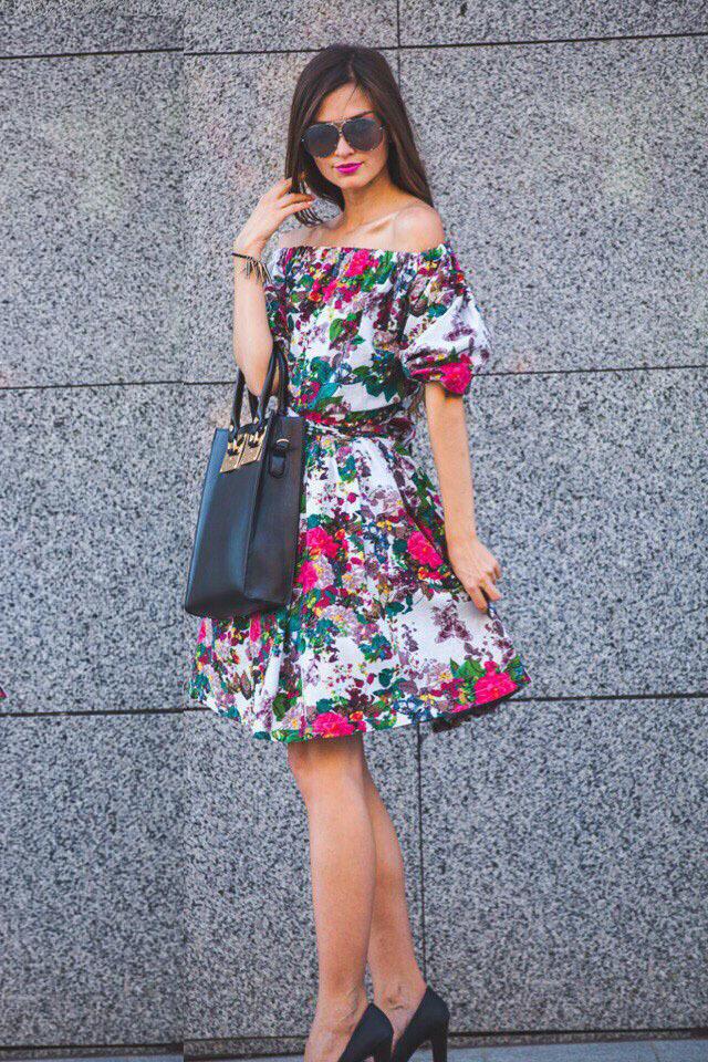 Короткое летнее платье с принтом Цветы