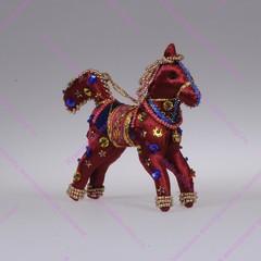 Игрушка лошадка бисерная