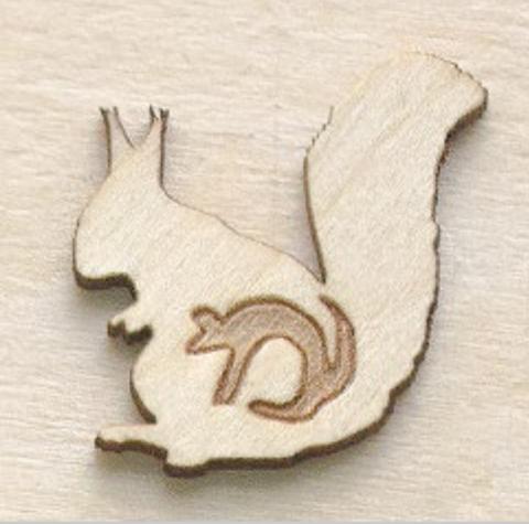 Магнит ДекорКоми на холодильник из дерева Белка