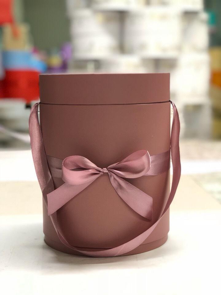 Шляпная коробка D 18 см .Цвет: Кофейный  . Розница 450  рублей