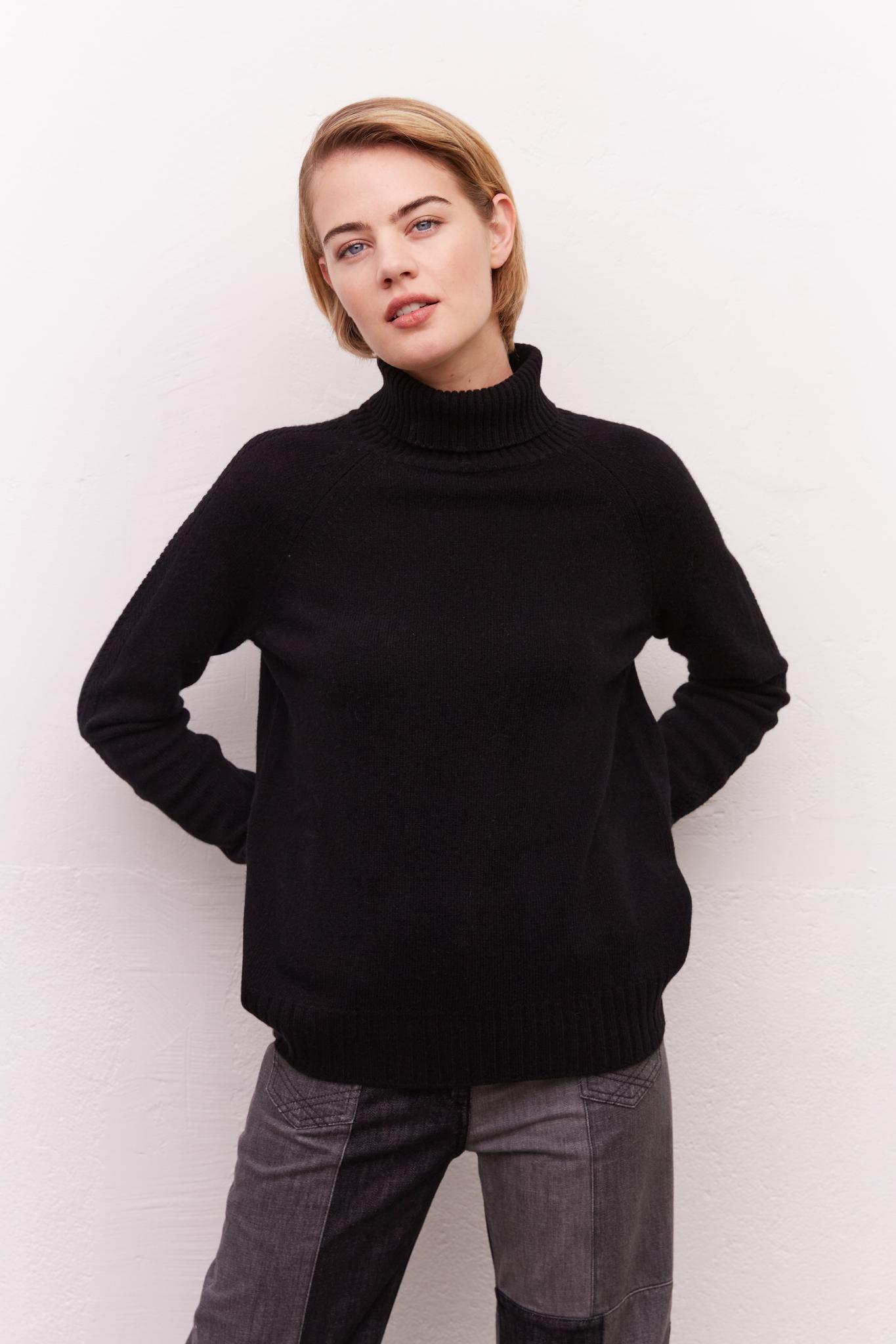 Шерстяной свитер с высоким горлом