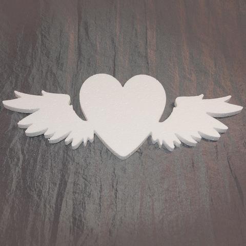 Сердце с крыльями из пенопласта