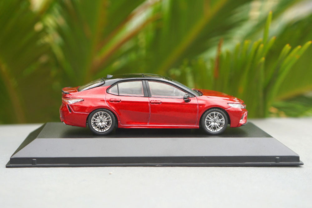 Коллекционная модель TOYOTA CAMRY SL V6 (V70) 2019 RED (1:43)