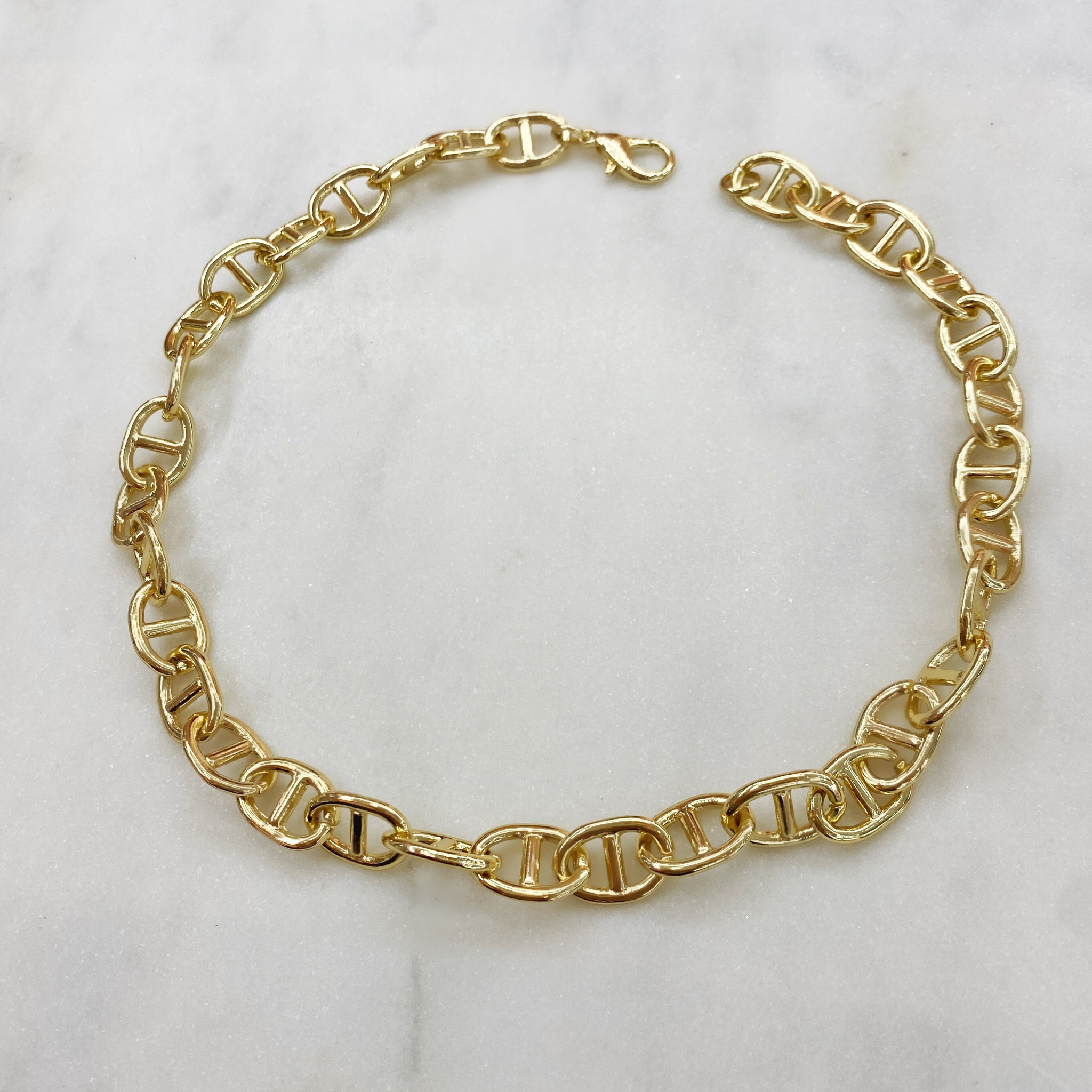 Колье-цепь с звеньями в форме пряжек (золотистый)