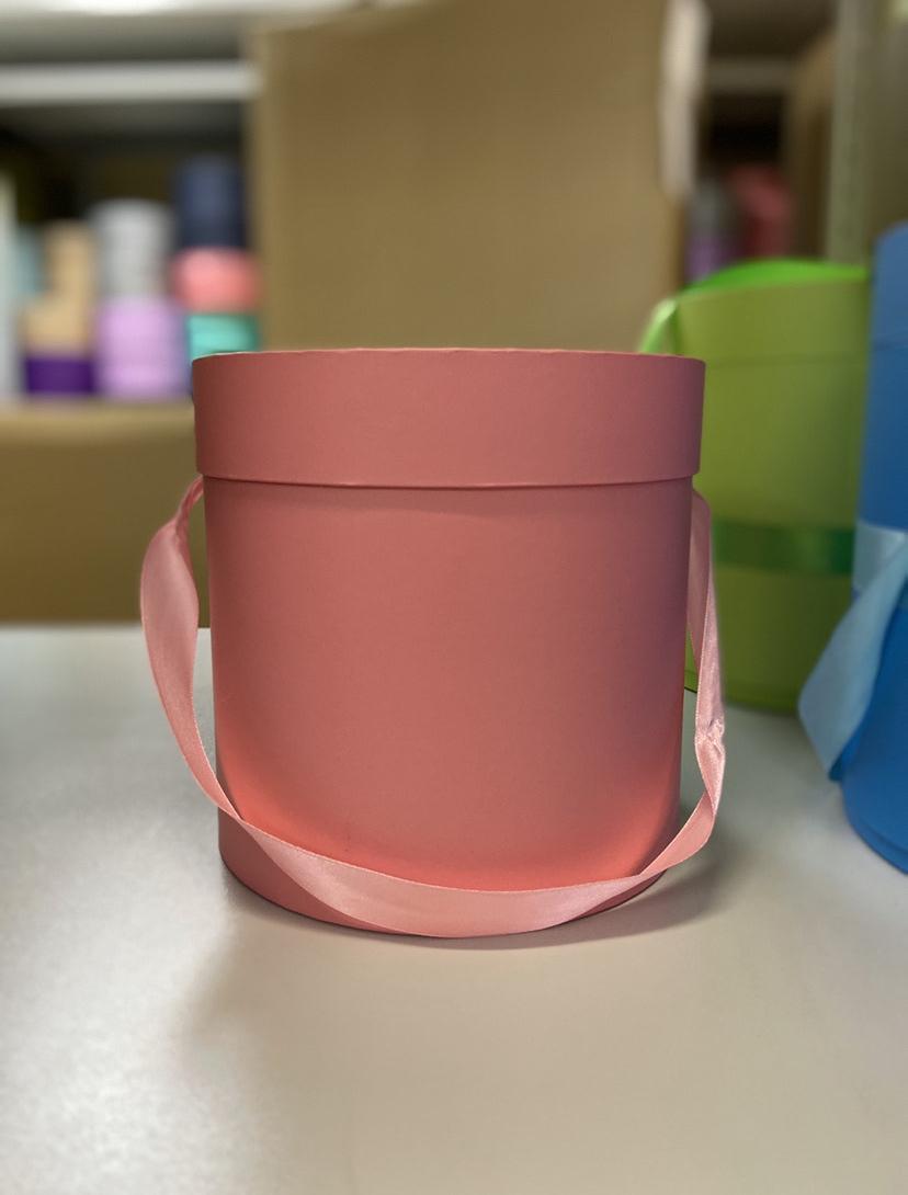 Шляпная коробка эконом вариант 22,5 см Цвет: Розовая . Розница 400 рублей .