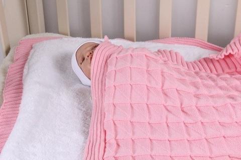 Вязаный плед для новорожденного Вязка розовый