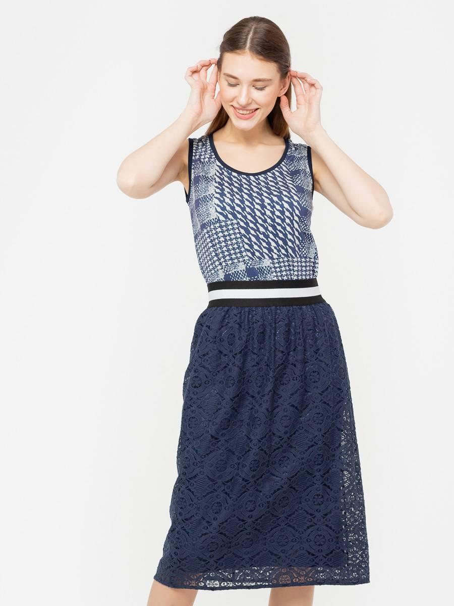 Юбка Б106-252 - Летняя юбка с поясом на резинки из плотного кружева.  Хорошо сидит на фигуре любого типа. С балетками или сандалями будет прекрасным вариантом на каждый день, с босоножками или туфлями можно создать вечерний, романтичный образ.Морского синего цвета летом много не бывает, даже если речь идет о деловом стиле. Двухслойная гипюровая юбка-миди явно не окажется за бортом, особенно в сочетании с лаконичной блузкой
