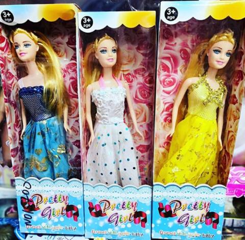 Три куклы в разноцветных модельных платьях по 20 СМ