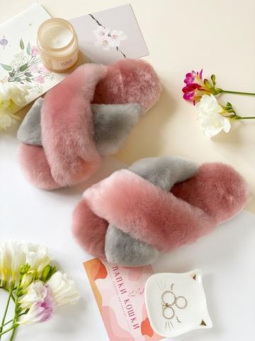 Меховые тапочки розовые с перекрестными шлейками контрастными (розовый+дымчатый)