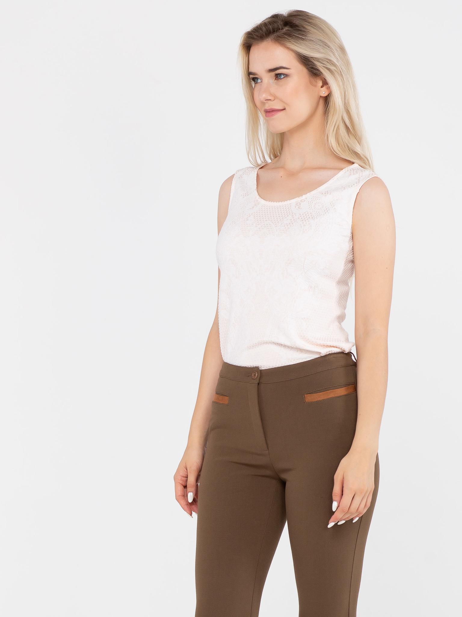 Топ Е414-446 - Классический приталенный белый топ из вискозного трикотажа; базовая вещь любого гардероба. Если ты ценишь комфорт и функциональность, белый топ без рукавов твой верный друг. Белый топ удобен в сочетании с джинсами, классическими брюками и юбкой, с пиджаком и кардиганом. Если в вашем гардеробе еще нет белого топа, то поспешите с его приобретением.