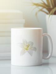 Кружка с изображением  Цветы (Лилии) белая 007