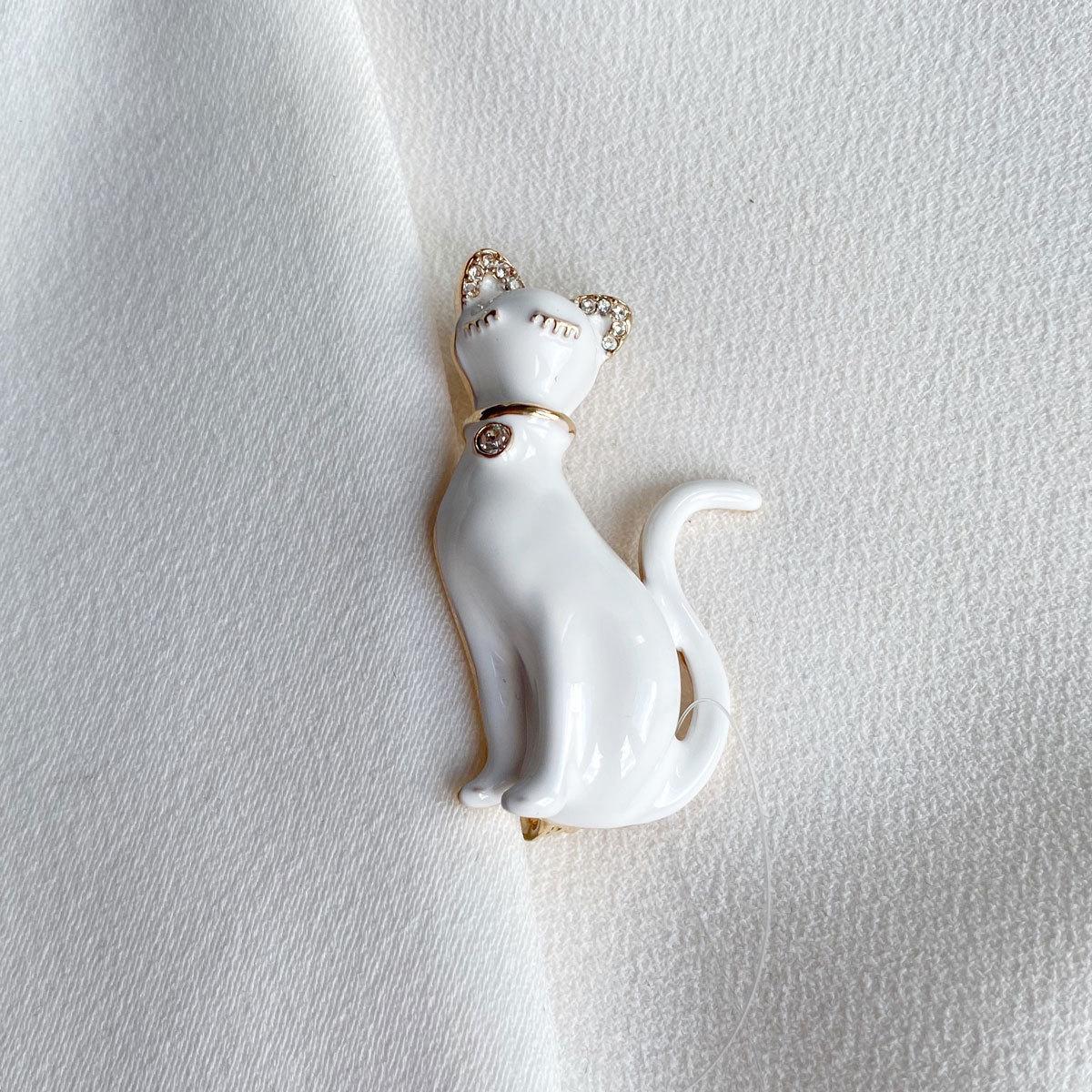 Брошь Кот в Колье эмаль белый