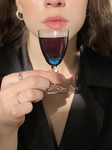 Рюмка из синего стекла