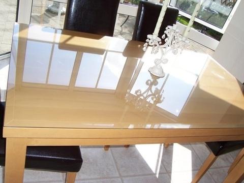 Мягкое стекло на прямоугольном столе