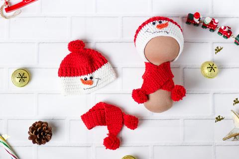 Шапка та шарф ручної роботи для ляльки, в'язаний комплект червоний - Сніговик