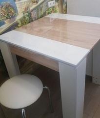 Мягкое стекло на квадратном столе