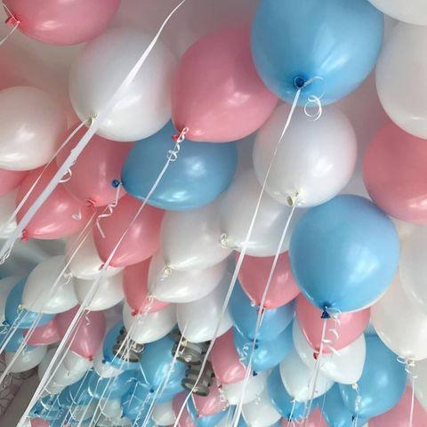 Розовые и голубые шары под потолок