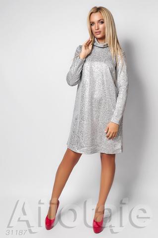 Платье серого цвета с серебристым узором