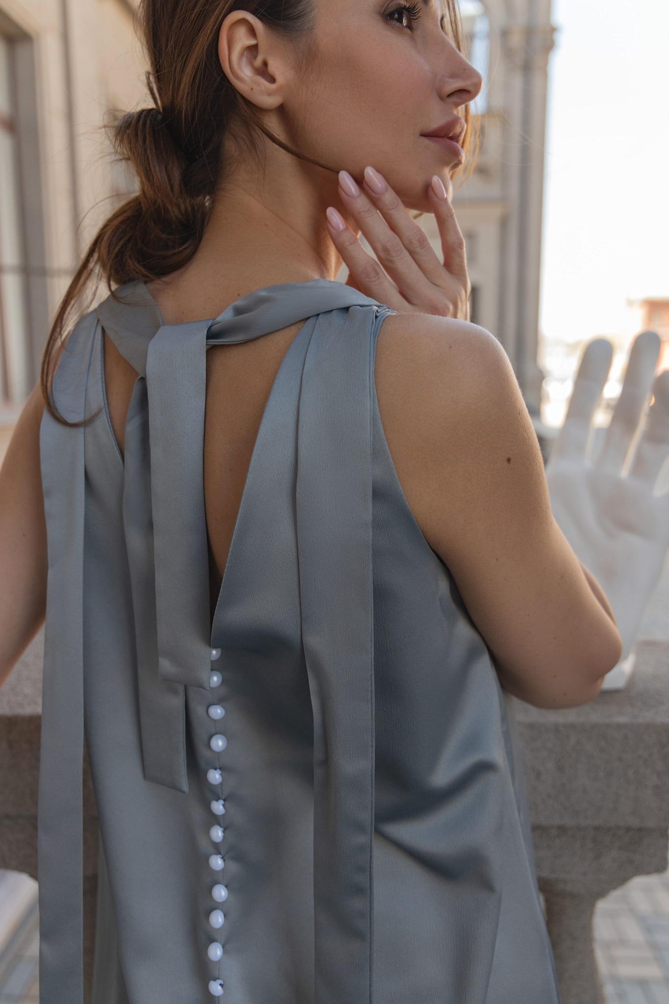 Платье с пуговками на спине