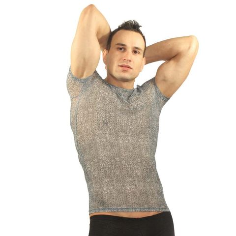 Серая мужская футболка в облипку