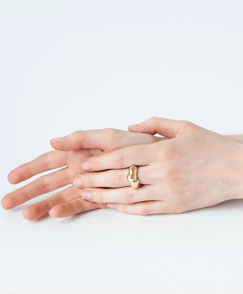 кольцо-форма-золото-руки.jpg
