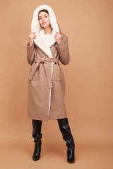 Пальто с капюшоном зимнее