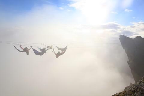Лагерь гамаков в тумане.