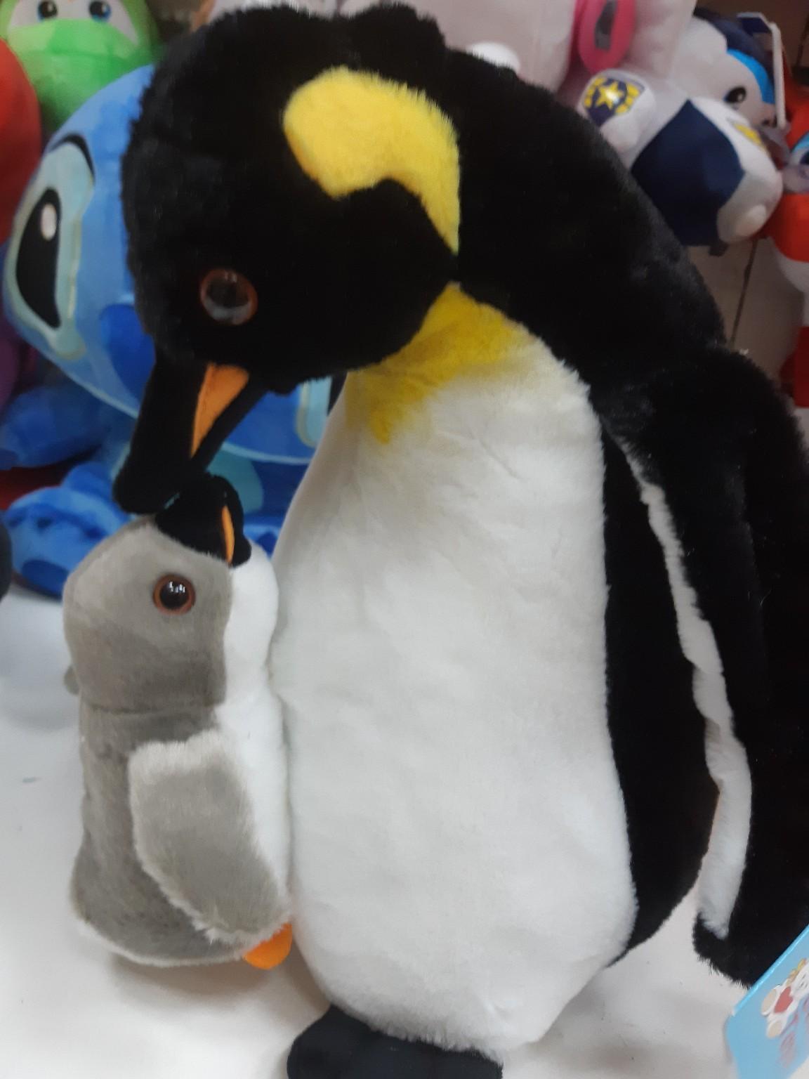 Пингвин с пингвинёнком