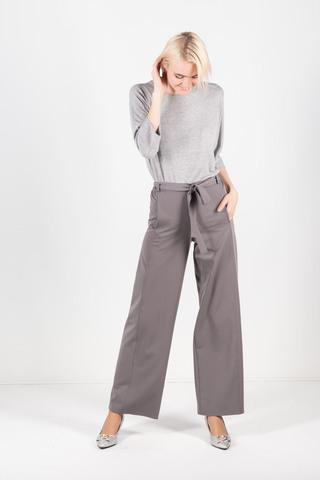 Фото серые брюки свободного кроя на резинке классической длины - Брюки А491-717 (1)