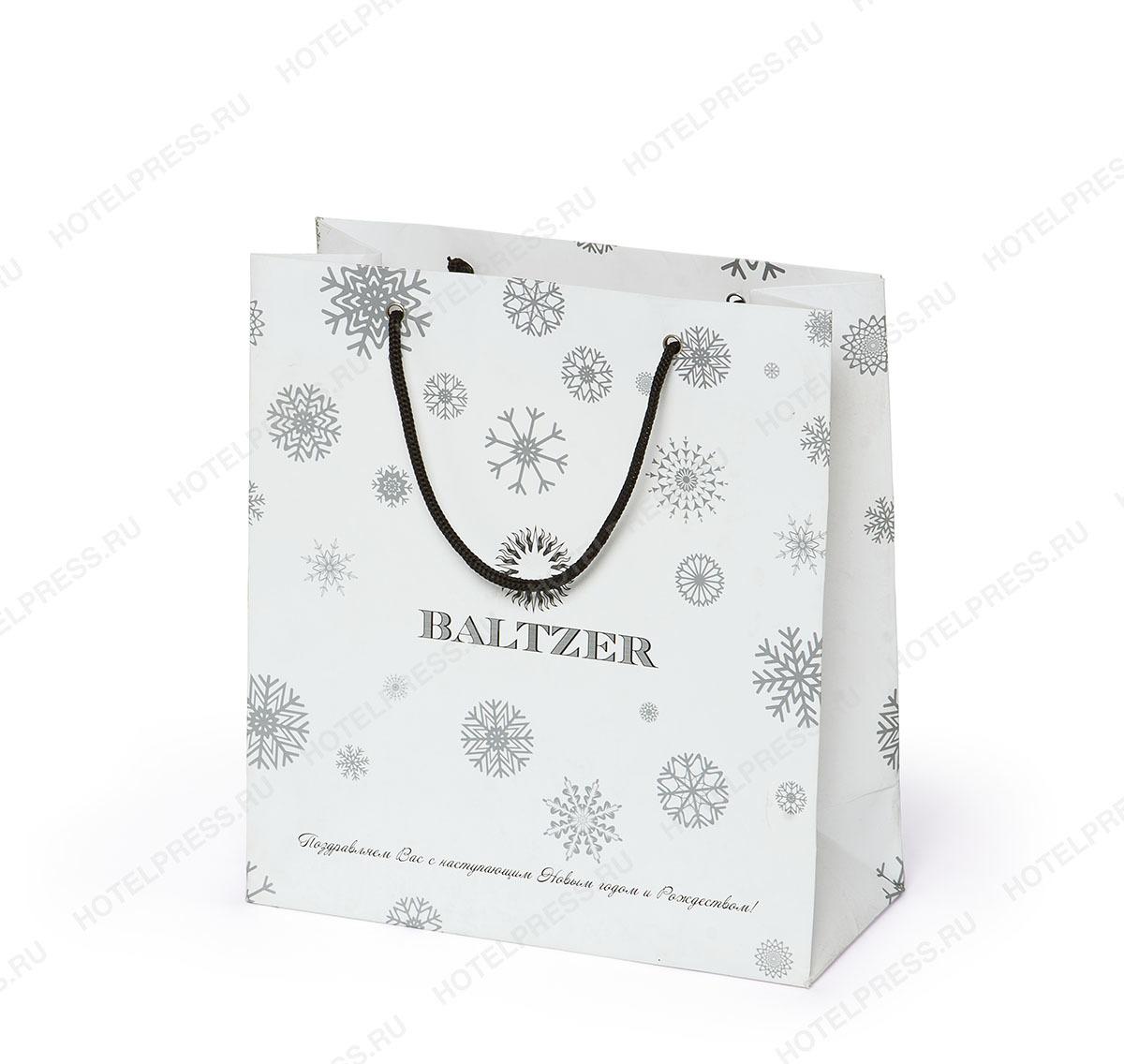 Пакет из мелованной бумаги с печать черной и серебренной краской.