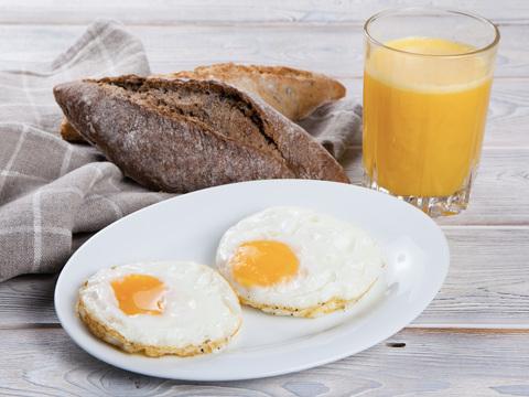 Яичница из двух яиц с ветчиной
