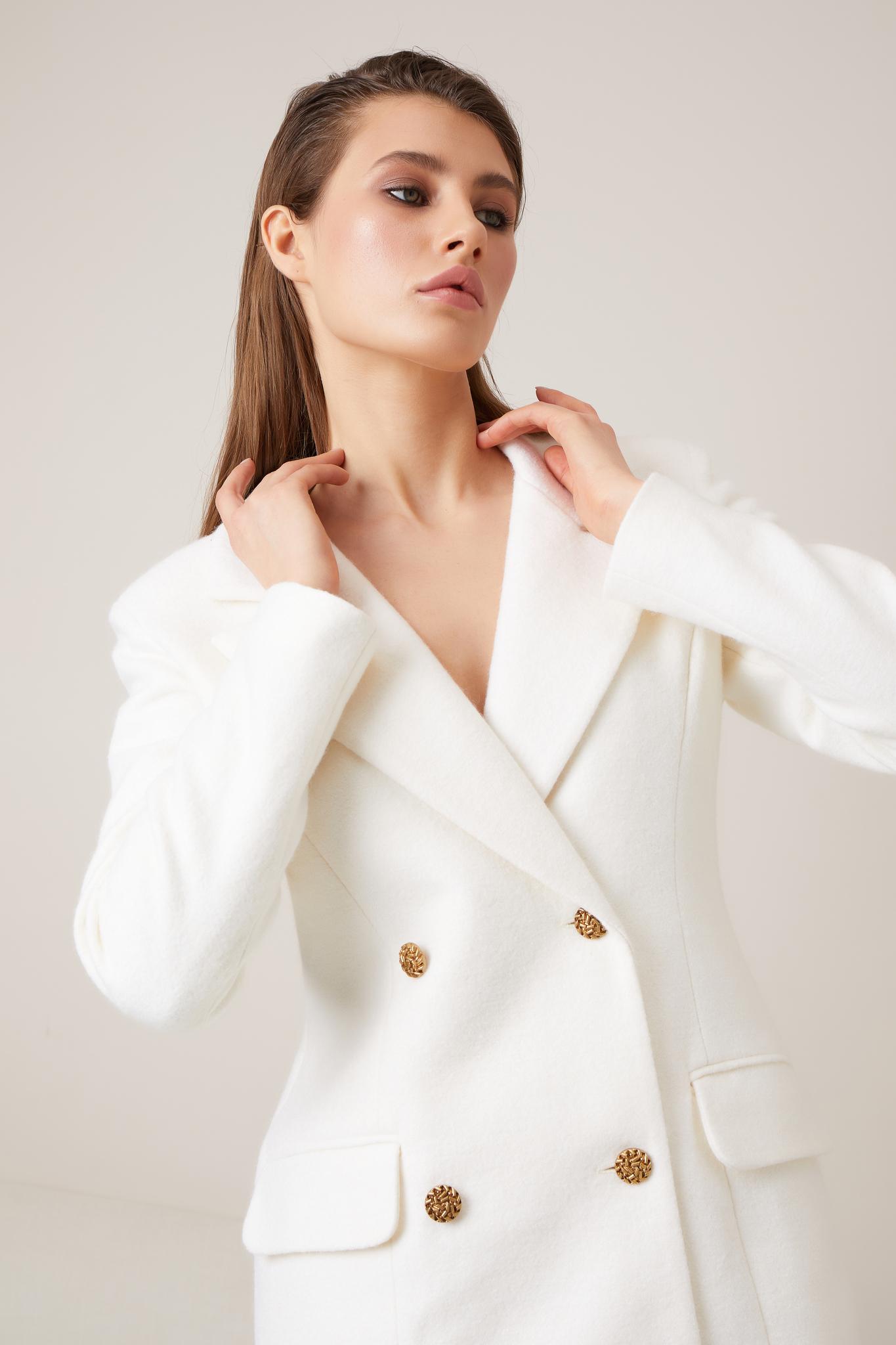 Теплый двубортный приталенный пиджак (айвори)