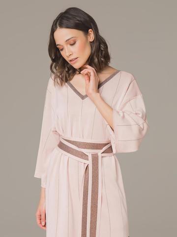 Женское платье светло-розового цвета из шелка на поясе - фото 4