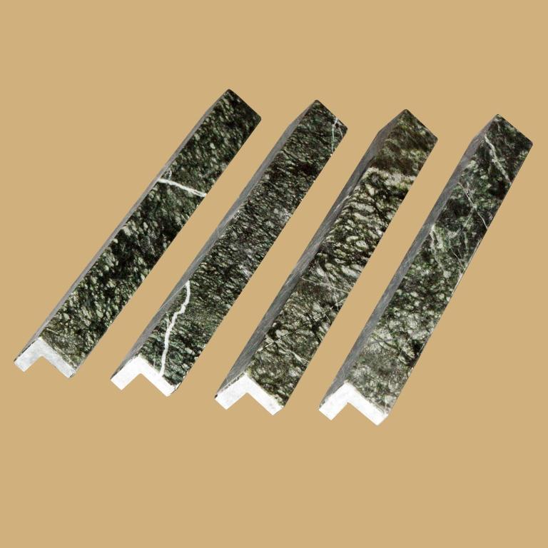 Уголок из камня серпентинит, фото 1