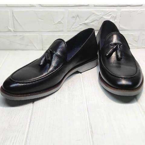 Кожаные туфли лоферы. Модные туфли лоферы с кисточками. Черные лоферы Luciano Bellini – Black.