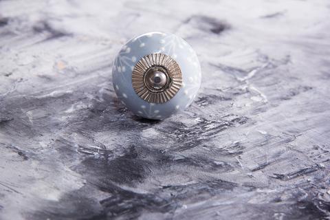 Ручка мебельная керамическая  - серая с белым объемным узором, арт. 00001013