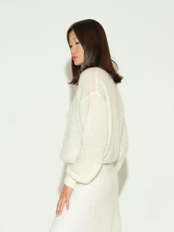 Женский джемпер белого цвета из мохера и шерсти - фото 4