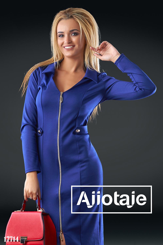 Платье темно-синего цвета с отложным воротником