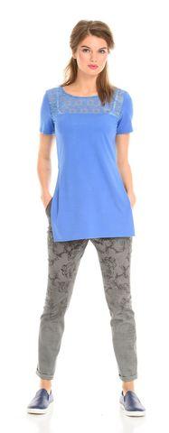 Фото серые хлопковые зауженные брюки с набивным рисунком и потертостями внизу - Брюки А428-183 (1)