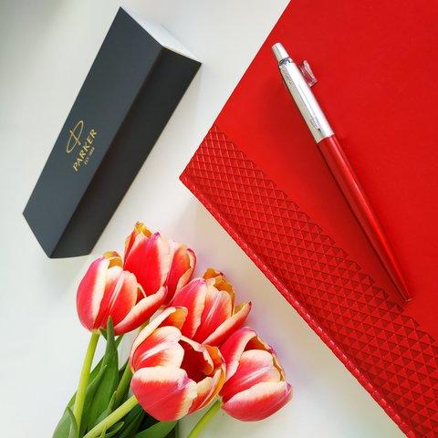 Набор с гравировкой: Ежедневник недатированный и Шариковая ручка Parker Jotter Essential, Kensington Red CT