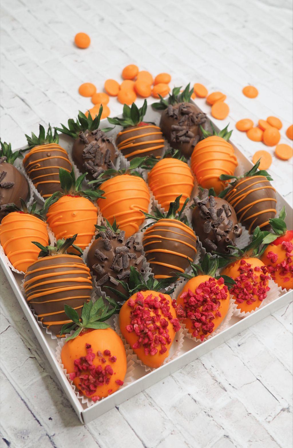 Набор клубники в апельсиновом и молочном шоколаде