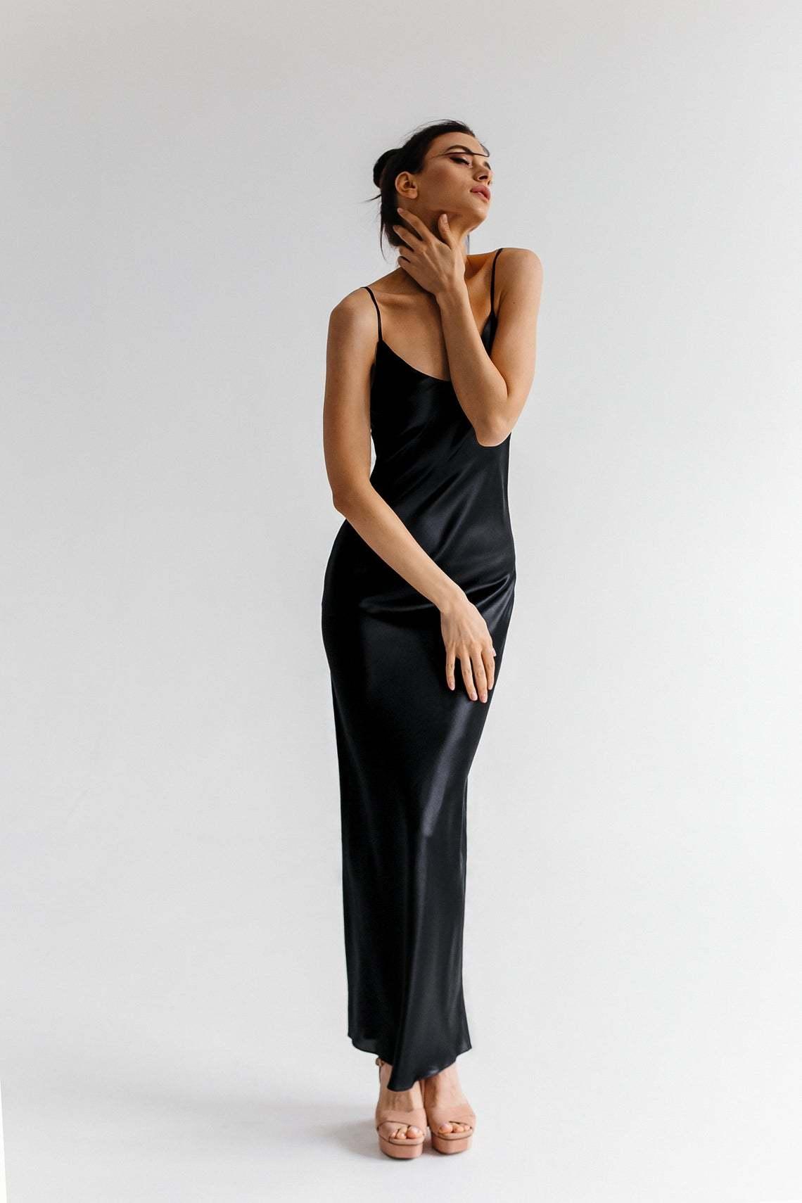 Женская длинная комбинация из натурального шелка.  Цвет черный