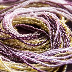 Бисерное ожерелье из 24 нитей золотисто-фиолетовое