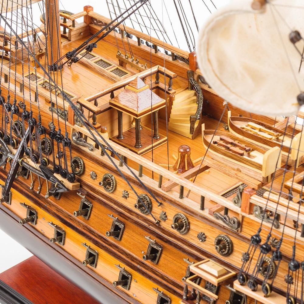 Модель корабля