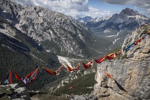 Лагерь гамаков высоко в горах.