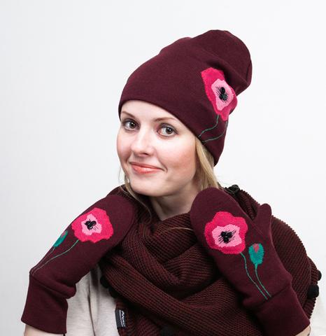 Варежки женские на флисе с декором - аппликациями  и шапочка с аппликацией