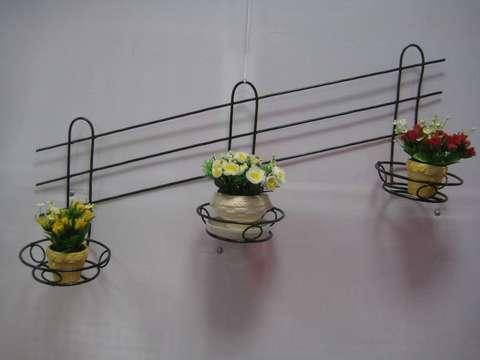 Подставка под цветы настенная тройная узорная