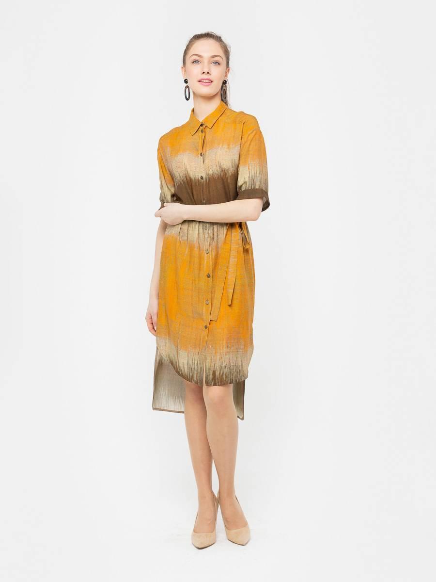 Платье З201а-563 - Платье-рубашка на пуговицах из 100% вискозы с ярким принтом. Модный силуэт платья позволяет сочетать его с туфлями на каблуках, балетками или кроссовками.  Поставляется в комплекте с поясом в тон. Подходит для офиса, поездки загород или прогулки. Натуральный материал платья позволяет коже дышать.