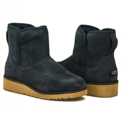 /collection/zhenskie-uggi/product/ugg-classic-mini-kristin-navy