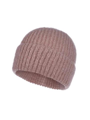 Женская шапка бежевого цвета из мохера - фото 1